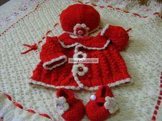 Kit composto por manta ( crochê), casaquinho,calcinha, sapatinho, luvinha e touquinha) confeccionados em fio importado da Turquia, lã super macia ao toque e antialérgica. Detalhes> manta - fitas de cetim, rosas em cetim, arranjo e bordado ingles na volta toda. casaquinho,sapatinho e touquinha - flores em crochê e botões. Tamanho - RN - ( recém nascido) cor> vermelho/cru - vermelho/branco - rosa /branco - lilás/branco. frete por conta do comprador. R$ 329,90