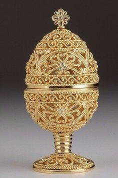 Faberge gold Egg trinket box hand made by Keren Kopal & Austrian crystals Objets Antiques, Fabrege Eggs, Faberge Jewelry, Antique Collectors, Egg Art, Russian Art, Egg Decorating, Austrian Crystal, Oeuvre D'art