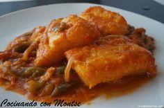 Bacalao con tomate, cebolla y pimientos