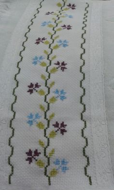This post was discovered by ze Cross Stitch Borders, Cross Stitch Designs, Cross Stitch Patterns, Hand Embroidery Design Patterns, Cross Stitch Embroidery, Pattern Design, Diy And Crafts, Tapestry, Filipina