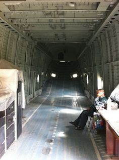 640px-Mil_Mi-26_Russian_helicopter_cargo_compartment.jpg (640×857)