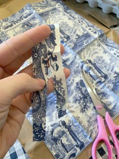 How to Make Easy Chinoiserie Blue and White Easter Eggs