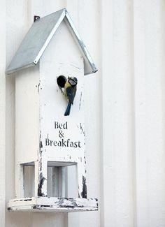 ieses wunderschöne Vogelhaus gibt es bei www.das-kleine-dachstuebchen.net