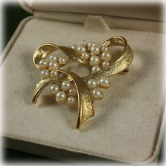 9eb9ceb832a1 Vintage Designer Richelieu Faux Pearl and Gold Tone Brooch With Original Box  Heart  richelieu