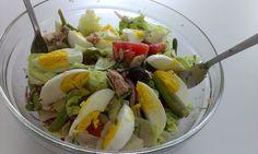 Reteta culinara Salata nicoise din categoria Salate. Specific Franta. Cum sa faci Salata nicoise Nicoise, Cobb Salad, Potato Salad, Potatoes, Cooking, Ethnic Recipes, Yum Yum, Food, Anna