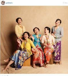 My bridesmaid will wear this Kebaya Lace, Kebaya Dress, Batik Kebaya, Batik Dress, Kimono, Modern Kebaya, Indonesian Kebaya, Bridesmaid Dress Colors, Bridesmaids