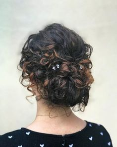 Top 18 Medium Layered Bob Haircuts for Shoulder Length Hair Ladies with Naturally Curly Hair: These Are The 24 Best Curly Hairstyles for Medium Hair Curly Hair Styles, Curly Hair With Bangs, Curly Hair Tips, Long Curly Hair, Medium Hair Styles, Short Curly Hair Updo, Layered Bob Haircuts, Medium Bob Hairstyles, Layered Bobs