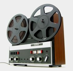 The Revox A77 was introduced in 1967. It accepts up to 10 ½ inch reels and runs almost silently. The machine remained on the market until 1980.