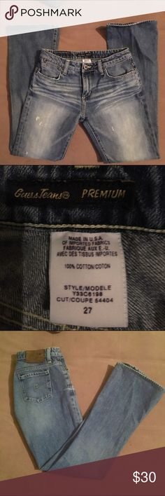 Like new Guess jeans size 27 Great denim fabric. Has some stretch. Nice medium to light blue color and a bit distressed on the front legs. GUESS Jeans