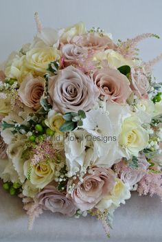Nude pink brides bouquet, Mentha Roses, Quicksand Roses.