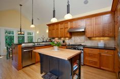 Diseño de Interiores & Arquitectura: Gabinetes de Cocina Pintados vs Teñidos: Ayuda Para Decidir