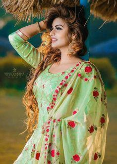 Indian Suits, Punjabi Suits, Indian Wear, Salwar Suits, Salwar Kameez, Beautiful Girl Indian, Beautiful Girl Image, Mallika Sherawat Hot, Bollywood Girls