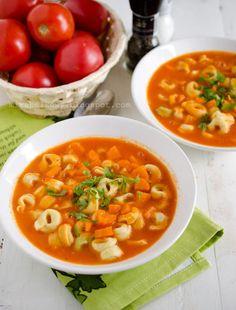 Mirabelkowy blog: Zupa ze świeżych pomidorów z tortellini Tortellini, Ethnic Recipes, Blog, Kitchen, Cuisine, Blogging, Home Kitchens, Kitchens, Cucina