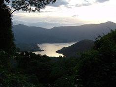 El Parque Nacional Henri Pittier, es el primer parque proclamado en Venezuela en el año 1937, posee alrededor de 100.000 hectáreas.