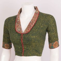 Batik Printed Cotton Blouse With Collar Neck Saree Jacket Designs, Blouse Designs High Neck, Fancy Blouse Designs, Saree Blouse Patterns, Kurti Neck Designs, Cotton Saree Blouse Designs, Collar Designs, Linen Blouse, Dress Patterns