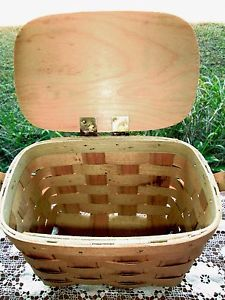 Vintage-Small-Oval-Wicker-Woven-Picnic-Basket-With-Lid