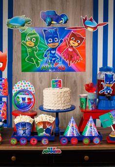 Festa PJ Masks: Personagens, Como Decorar, Fotos Inspiradoras Pj Masks Birthday Cake, Baby Birthday Themes, Twin Birthday Parties, 4th Birthday, Birthday Decorations, Pjmask Party, Baby Party, Party Time, Festa Pj Masks