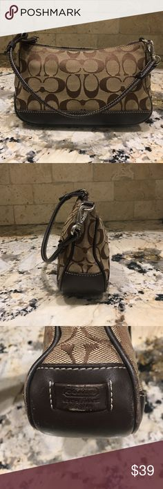 Small Coach Bag EUC 💼 Small Coach bag in excellent used condition 🤗 2 9 Coach Bags