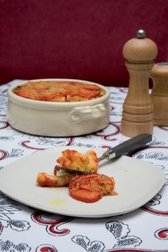 Retrouvez, ci-dessous, la recette des pâtes et tomates au four. Cette spécialité des Pouilles est un plat unique et traditionnel que l'on déguste avec un bon verre de Galatina Chardonnay ! http://www.gusto-arte.fr/recettes/pates-et-tomates-au-four/