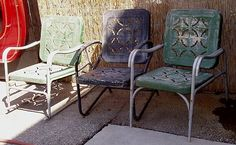 Love these vintage patio chairs....they are EVERYWHERE in the south.....time for a midnight drive by....