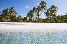 How to Make The Most Of Your Beach Trip - The Secret To Beachside Bliss http://blog.handpickedvillas.net/travel-advice/the-secret-to-beachside-bliss/