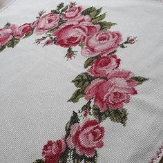 Cross Stitch Rose, Cross Stitch Flowers, Cross Stitch Embroidery, Hand Embroidery, Cross Stitch Designs, Cross Stitch Patterns, Baby Knitting Patterns, Diy And Crafts, Projects To Try