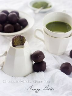 Chocolate Matcha Energy Bites - Packed with energy, so easy to make and only 5 ingredients!   Foodfaithfitness.com  