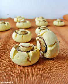 Ciasteczka złudnie przypominające pieczarki. Rozpływające się w ustach lekkie ciastka z mąki ziemniaczanej. Najlepsze na drugi dzień - bezglutenowe.