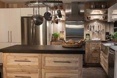 Photo: Manon, ma cuisine et moi!, License: N/A Kitchen Dinning Room, Rustic Kitchen Cabinets, Studio Kitchen, Kitchen Furniture, Kitchen Design, Driftwood Kitchen, Armoire Makeover, Small Kitchen Storage, Sweet Home
