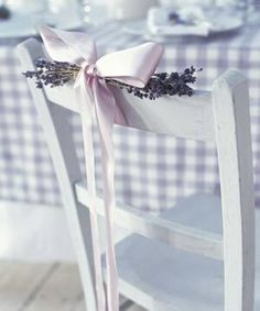 {CORES} LAVANDA/LILÁS – Once Upon a Time…a Wedding. Lilac Wedding, Trendy Wedding, Wedding Flowers, Dream Wedding, Gingham Wedding, Wedding Chair Decorations, Wedding Chairs, Wedding Table, Wedding Ceremony Seating