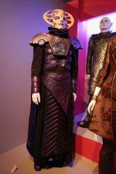 The Orville season 1 Navarian Ambassador costume Seth Macfarlane, Sci Fi Movies, Movie Tv, Sci Fi Tv Shows, Historical Pictures, Sci Fi Fantasy, Season 1, Star Trek, Cinema