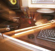 Práctica nocturna de batería y fotografía  #nikond5100 #krkmonitors #studioporn #focusrite #focusritescarlett #producerlifestyle #nikonphotography #drumporn #drumsticks by facu.moure