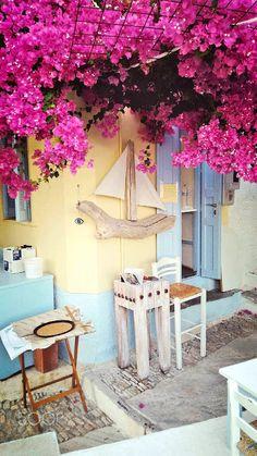 Coffee shop in Syros, Greece Santorini, Ladder Decor, Coffee Shop, Syros Greece, Road Trip, Shopping, Home Decor, Coffee Shops, Homemade Home Decor