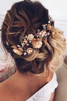awesome 86 Simple but Beautiful Bohemian Wedding Hairstyles Ideas to Makes You Look Pretty  http://lovellywedding.com/2017/09/15/86-simple-but-beautiful-bohemian-wedding-hairstyles-ideas-to-makes-you-look-pretty/