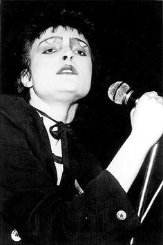 Siouxsie S ❤ Siouxsie Sioux, Siouxsie & The Banshees, 70s Punk, Punk Goth, Goth Bands, Goth Music, Fierce Women, Rock Posters, The Clash