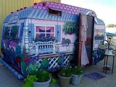 Love the paint job on this RV, from hippie chick on Facebook.