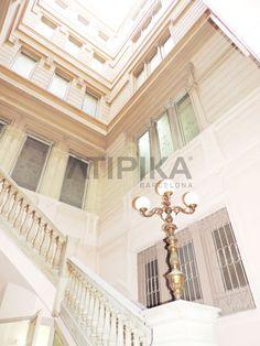 #LamppostInsideABuilding in #PasseigdeGràcia #AtipikaBarcelona #realestate #inmobiliaria #architecture #arquitectura #elegance #elegancia Stairs, Real Estate, Elegant, Building, Home Decor, Buildings, Facades, Architecture, Classy