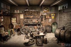 Old School Garage - Werkstatt - Workshop - Garage - After Myrtle Wilson is killed, George Wilson rocks back in forth unsteadily in his garage. Joe's Garage, Man Cave Garage, Dream Garage, Garage Signs, Small Garage, Mechanic Shop, Mechanic Garage, Motorcycle Workshop, Motorcycle Garage