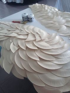 DIY Angel Wing Mantel Makeover - The Creative Studio - Detailed instructions on constructing wings - Diy Angel Wings, Diy Wings, Adult Angel Wings, Diy And Crafts, Crafts For Kids, Paper Crafts, Cardboard Crafts, Diy Angels, Christmas Crafts