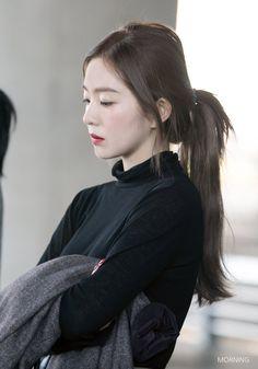 181021 Arrival at Incheon Airport Seulgi, Red Velvet Irene, Beautiful Asian Women, Korean Beauty, Korean Girl Groups, Hair Goals, Kpop Girls, Hair Makeup, Hair Beauty