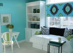 I have this Trina Turk for Schumacher fabric and just LOVE it...great use with the imperial trellis print!