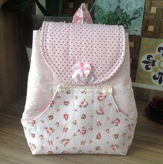 Patchwork Edna · Acompanhe o passo à passo de como fazer uma mochila  infantil. Mochila Menina 21a5a8e613a