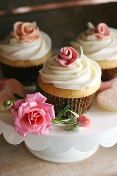 BEAUTIFUL! Vintage look ribbon rose cupcakes (with recipe and tutorial!)