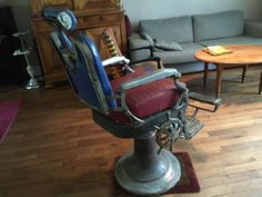 Fauteuil de Barbier 1950 - http://www.lesbrocanteurs.fr/annonce-antiquaire/fauteuil-de-barbier-1950/