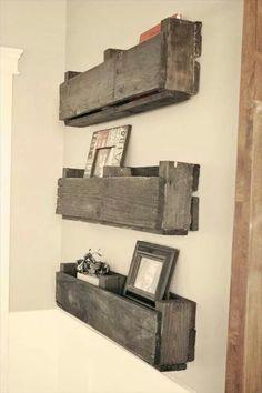 DIY Pallet Photo Stand