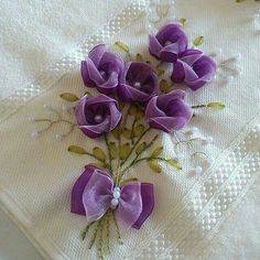 Wonderful Ribbon Embroidery Flowers by Hand Ideas. Enchanting Ribbon Embroidery Flowers by Hand Ideas. Ribbon Embroidery Tutorial, Silk Ribbon Embroidery, Hand Embroidery Designs, Embroidery Patterns, Embroidery Thread, Ribbon Art, Ribbon Crafts, Flower Crafts, Fabric Crafts