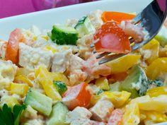 Cea mai savuroasă salată din pui cu legume proaspete, bogată în vitamine și culoare. Low Carb Recipes, Cooking Recipes, Cobb Salad, Potato Salad, Meals, Ethnic Recipes, Food, Romanian Recipes, Low Carb