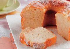 A massa desse bolo de arroz e coco fica levinha e combina com um chá quentinho. ExperimenteMais receitas de bolo de coco?