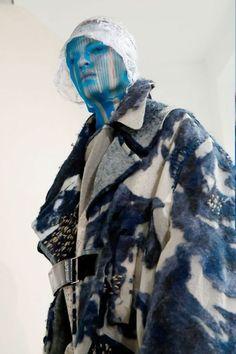 John Galliano for Maison Margiela FW 2018 Artisanal , Fashion Editor/Stylist : Alexis Roche , Hair Stylist : Eugene Souleiman , Makeup: Pat McGrath Unique Fashion, Anti Fashion, Fashion Details, Fashion Art, High Fashion, Fashion Show, Fashion Design, John Galliano, Fashion Editor