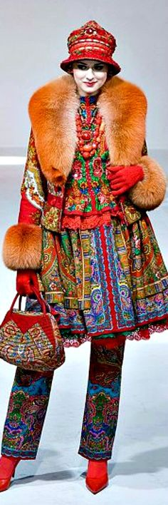 The pants OR the coat. Don't think I'd wanna pull off the whole shebang. By Slava Zaitsev Folk Fashion, High Fashion, Womens Fashion, Couture Mode, Couture Fashion, Armani Prive, Fashion Colours, Colorful Fashion, Glamour